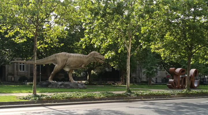 ティラノサウルス オブジェ