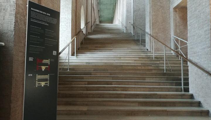 アルテ・ピナコテークの素敵な階段