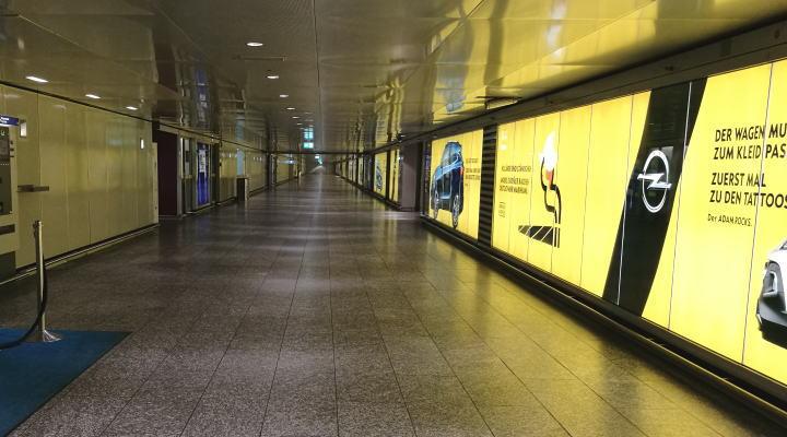 フランクフルト空港「tegut」への通路
