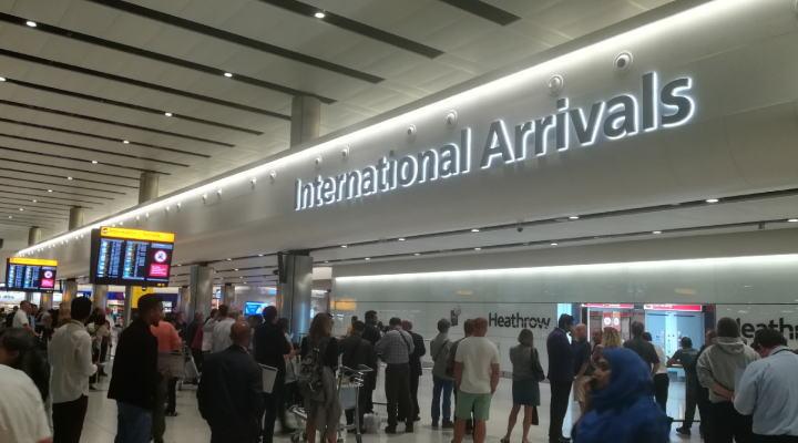 ヒースロー空港 到着ロビー