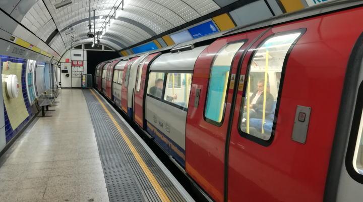 ロンドン TfLアンダーグランド 地下鉄