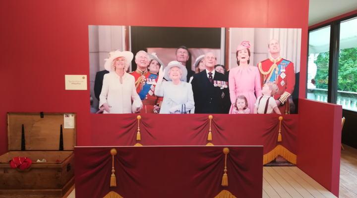 バッキンガム宮殿 記念撮影スポット