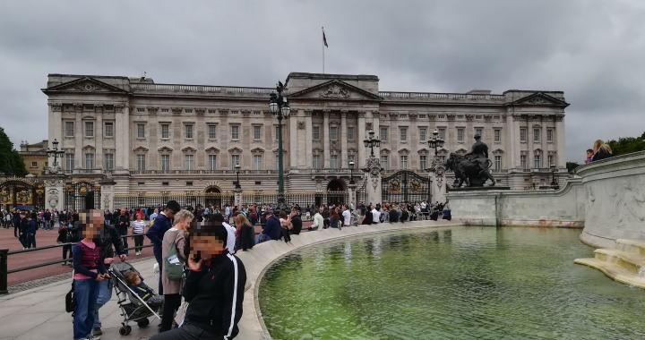 ヴィクトリア記念堂からバッキンガム宮殿