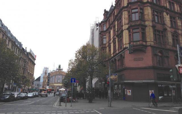 カイザー通りからフランクフルト中央駅