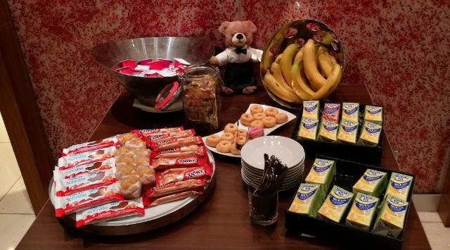 朝食ビュッフェ マフィン バナナ