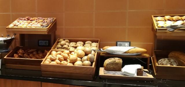 朝食ビュッフェ パン
