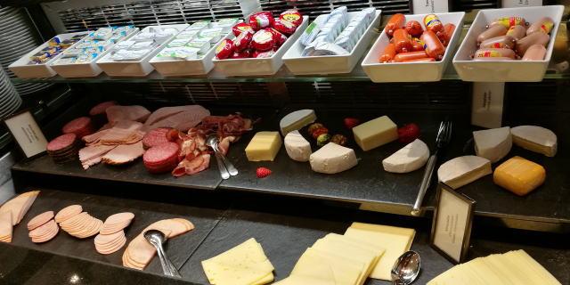 朝食ビュッフェ ハム チーズ