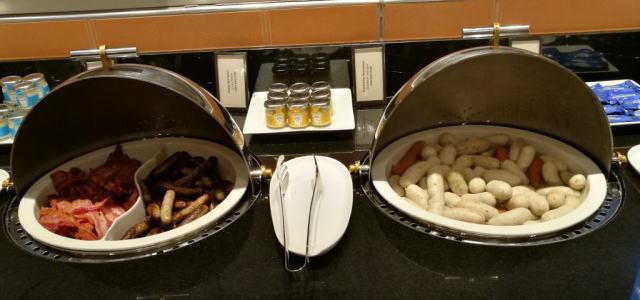 朝食ビュッフェ プランクフルト ベーコン