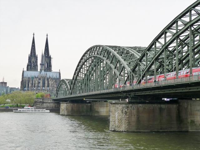 ホーエンツォレルン橋からケルン大聖堂