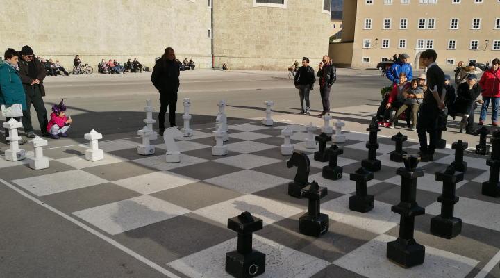 カピテル広場 大きなチェス