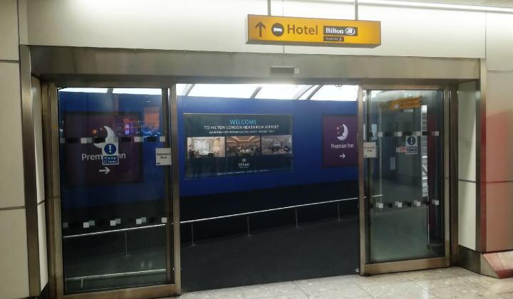 ヒースロー空港 ターミナル4からホテルへ連絡通路