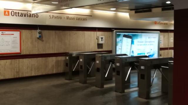 地下鉄メトロ 改札 出口