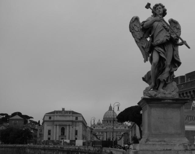 サンタンジェロ橋から見たサン・ピエトロ大聖堂