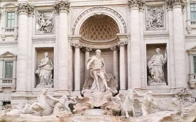 ローマ トレビの泉 彫刻