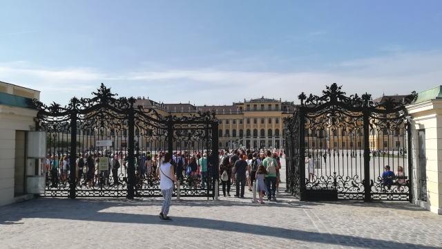 シェーンブルン宮殿 チケット行列