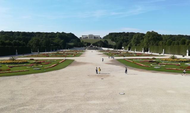 シェーンブルン宮殿から見たグロリエッテ