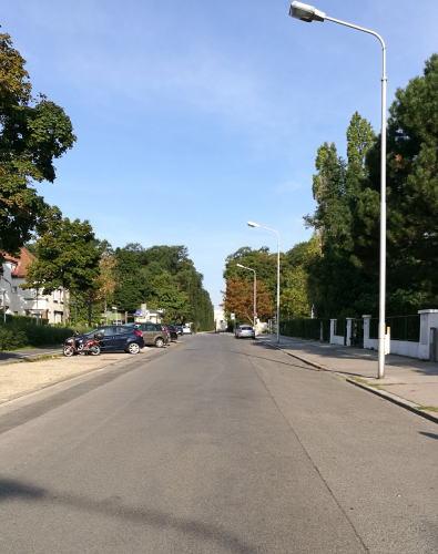 ホーエンベルク通りの先にグロリエッテが見える